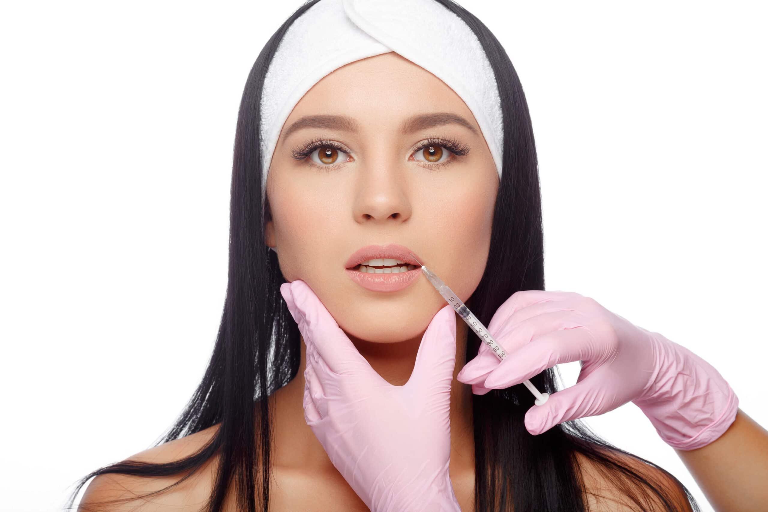 injectare buze acid hialuronic